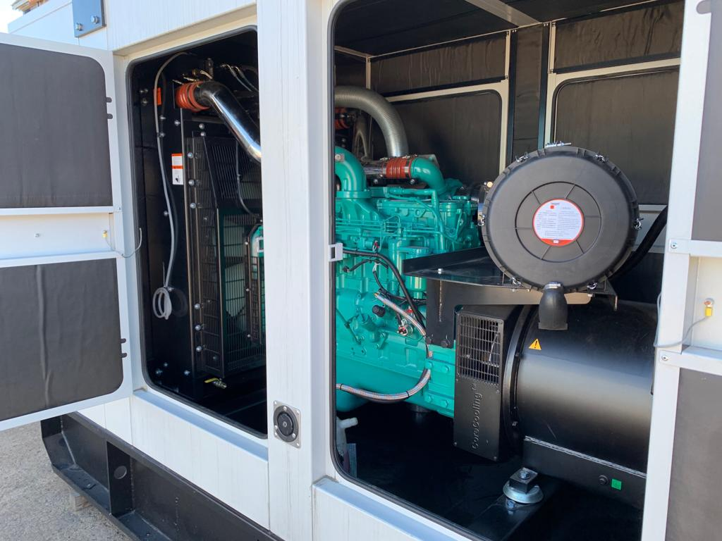 400 KVA New Open Type Cummins Generators