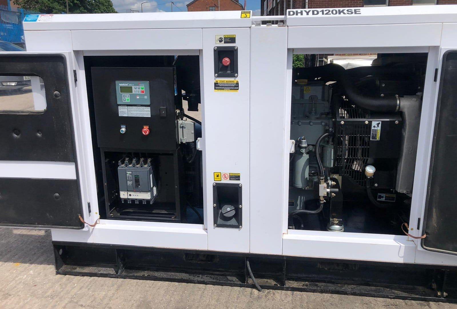120 kVA Hyundai DHYD120KSE Deutz/Stamford Acoustic Generator inside