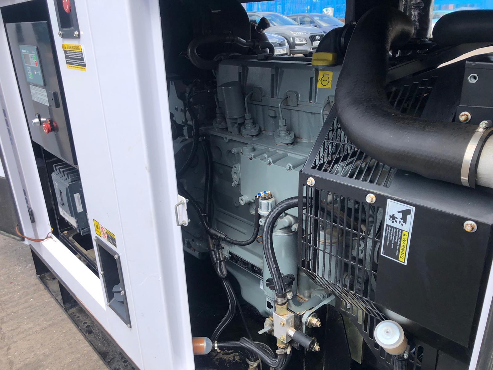 120 kVA Hyundai DHYD120KSE Deutz/Stamford Acoustic Generator inside 3